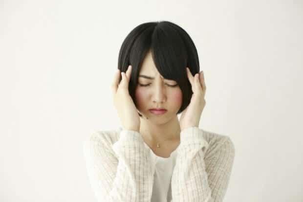 頭痛の女性3