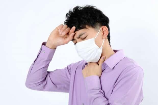 喘息の男性