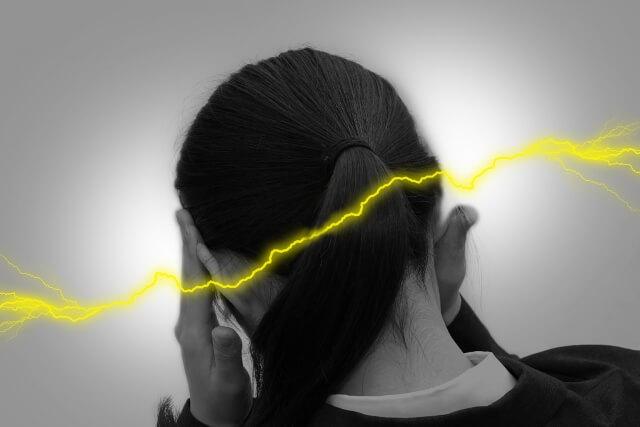 頭痛の女性7