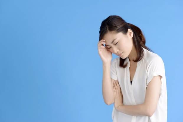 片頭痛に困る女性